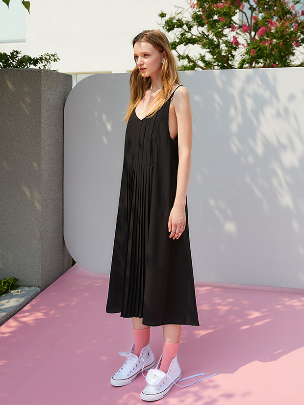 (20일 예약배송)19FW 1ST PLEATS SLIP DRESS_BLACK